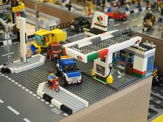 Photo Credit to Wong Jun Heng Cool Lego Creations, Lego Design, Everyday Objects, Lego City, Gas Station, Legos, Diorama, Brick, Photo Credit