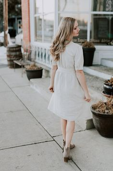 Dresses and tops that are unique, comfortable, feminine + stylish. Pretty Dresses, Dresses For Work, Summer Dresses, Nursing Friendly Dress, Button Up Dress, Easter Dress, Dress Vintage, Feminine Style, Breastfeeding