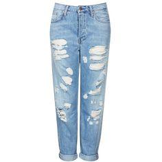 Topshop Moto Destroyed Boyfriend Jeans (Light Denim) (€75) ❤ liked on Polyvore featuring jeans, pants, bottoms, trousers, pantalones, ripped jeans, blue jeans, torn boyfriend jeans, denim boyfriend jeans and ripped denim jeans