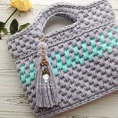 ideas for crochet scarf diy fabrics Crochet Clutch, Crochet Handbags, Crochet Purses, Crochet Baby, Knit Crochet, Knitting Patterns, Crochet Patterns, Yarn Bag, Diy Tote Bag