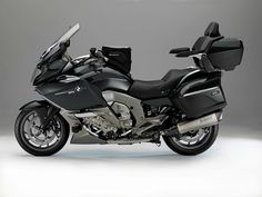i dont like the thing on the back but the rest is perfect Touring Motorcycles, Touring Bike, Custom Motorcycles, Bmw 2014, Bmw Motorbikes, Bmw Sport, Custom Bmw, Cool Bikes, Racing