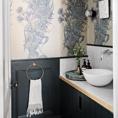 Just because it's the smallest room in the house, doesn't mean the cloakroom can't deserves a big treatment with funky wallpaper and boldly painted woodwork. Wallpaper @ timorous_beasties Paint colour Tiles and basin Photography Styling Small Wc Ideas Downstairs Loo, Downstairs Cloakroom, Downstairs Toilet, Funky Wallpaper, Feature Wallpaper, Wallpaper Ideas, Cloakroom Wallpaper, Wc Decoration, Powder Room Decor