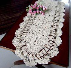 caminho de mesa de croche branco detalhada com flores