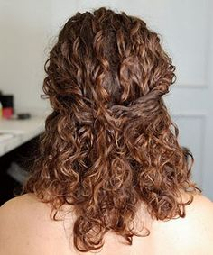 Curly hair styles for work Hairstyles Curly Hair Styles, Curly Hair With Bangs, Short Curly Hair, Wavy Hair, Curly Girl, Fine Hair, Curly Hair Half Up Half Down, Half Up Curls, Interview Hairstyles