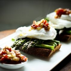 Asparagus and Poached Egg on Toast HealthyAperture.com