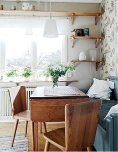 cozy cottage kitchens and what they taught us about small-space living! - Home Decoor Master Small Space Living, Small Spaces, Living Spaces, Small Dining, Cottage Kitchens, Home Kitchens, Sweet Home, Cozy Cottage, Home Fashion