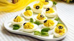 Djevelegg (fylte egg) - Gjester - Oppskrifter - MatPrat Norwegian Food, Sandwich Spread, Deviled Eggs, Sushi, Panna Cotta, Sandwiches, Sweet Treats, Pudding, Yummy Food