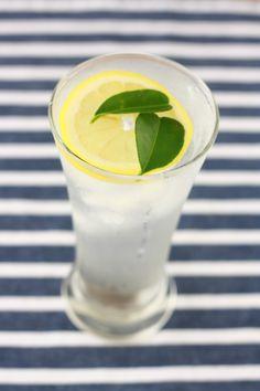 homemade lemonade with kaffir lime leaves 10 easy recipe ideas for kaffir lime leaves Lime Leaves Recipes, Lime Recipes, Easy Asian Recipes, Thai Recipes, Yummy Recipes, Recipies, Juice Drinks, Yummy Drinks, Spice Shop