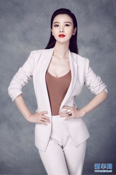 Zhang Meng poses for photo shoot | China Entertainment News