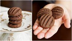 Pradobroty: Koka sušenky220 g másla 100 g moučkového cukru 1 vanilkový cukr 2 žloutky  2-3 lžíce holandského kakaa 100 g strouhaného kokosu 240 g hladké mouky