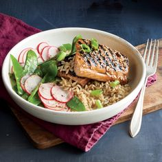 Glazed Salmon and Rice Bowl - Quick and Easy Fish and Shellfish Recipes for Dinner Tonight - Cooking Light Shellfish Recipes, Seafood Recipes, Entree Recipes, Healthy Recipes, Dinner Recipes, Cooking Light Recipes, Salmon And Rice, Healthiest Seafood, Glazed Salmon