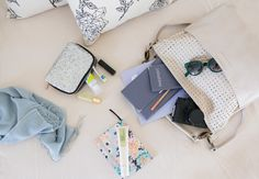What to take as carry on when travelling on airplane #travelbeautifuly #redgiveaway