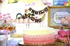 ¿Has visto las últimas tendencias en baby shower?  Lasfiestaspre mamá han tomado un giro muy interesante y ahora las embarazadas prestan mucha atención a los detalles de la decoración, los centros de mesa, el pastel y los recuerdos para los invitados.