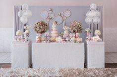 Olha que amor esta Festa Brinquedos!!Uma decoração encantadora e com cores incríveis.Venha se inspirar!!Imagem do site Priscilla Pandolfo.Lindas ideias e muita inspiraç&...