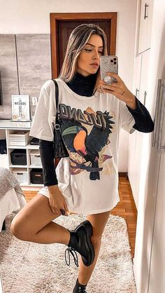 30 produções para você testar em março - Guita Moda T-shirt with cutting, V-neck and knot on the front - German romwe# Printed # Leather jacket Echo Club House on. Style Outfits, Trendy Outfits, Cute Outfits, Basic Outfits, Outfits For Teens, Elegantes Outfit, Look Chic, Look Fashion, Steampunk Fashion