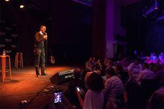 Diego Arjona y público #ComedyCostaNord  ( Foto de Tomeu Canyellas de Sol Works )