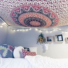 I could put my tapestry on my ceiling... New idea...