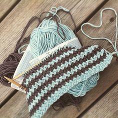 vennegave strikk ❤️ #gavestrikk #vennegavestrikk #strikking #inspirasjon #strikkeglede #interiørstrikk #interiør #knitting #knitting_inspiration #ilove_knitting #interiorknit #friendknitting #inspiration #yarn #colours #mindesignstrikk