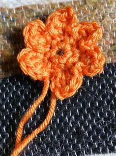 Tuto petites fleurs au crochet - Best of pins! Art Au Crochet, Crochet Diy, Crochet Girls, Simple Crochet, Free Heart Crochet Pattern, Crochet Patterns, Crochet Patron, Flower Doodles, Crochet Flowers