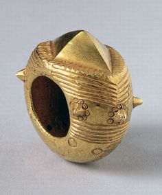 Ghana | Ring with star motif, from the Akan people; cast gold || Private Collection / Photo © Heini Schneebeli