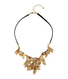 Short necklace in imitation leather with a large pendant in metal. Adjustable length, 17 1/4 - 19 in.