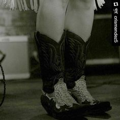 @Sendra_boots in the stage! Making some good music with @crismendez5 #sendra #sendraboots #highquality #handmadeboots #madeinspain #loveboots #fashionboots #fashion #design #cowboy #western #cowgirl #bestoftheday #photooftheday #picoftheday #details #fansfavourite #rocknroll #igers #instagramers #instaboots #instadaily #instalike #perfect