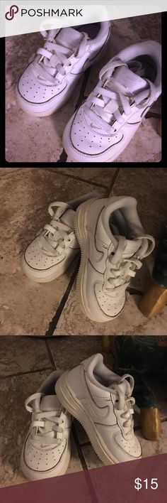 Unisex kids Nike shoes sz 6c white classic In gently used for kids baby Nike sz 6c for both girls n boys wash condition still has. More to be worn see pics Nike Shoes Sneakers