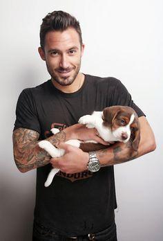 OMG -- dude with a Beagle Mans Best Friend, Best Friends, Friend 2, Hot Guys Tattoos, Face Tattoos, Man And Dog, Tier Fotos, Attractive Men, Good Looking Men