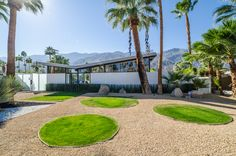 Palm Springs Mid Century Modern Week – Interesting Home Ideas Palm Springs Real Estate, Palm Springs Houses, Palm Springs Mid Century Modern, Mid Century Landscaping, Desert Resort, Palm Springs California, Mid Century House, Back Gardens, Modern Architecture