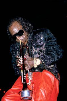 Miles Davis Performs At Zenith On November 1986 In Paris,France Get premium, high resolution news photos at Getty Images Jazz Artists, Jazz Musicians, Miles Davis, Blues Rock, Walter White, Jazz Blues, Music Guitar, Music Photo, Music Film