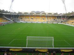 Parkstad Limburg Stadion, Kerkrade Países Bajos. Capacidad 19,979 espectadores, Equipo local Roda JC Kerkrade. En 2005 fue una de las seis sedes de la Copa Mundial de Fútbol Sub-20.