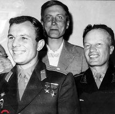 GAGARIN YURI boy Russian - The FIRST COSMONAUT PLANET- 12 April 1961 USSR. Yuri Gagarin, the poet Yevgeny Yevtushenko and the legendary pilot Nikolai Kamanin in Cuba.1961