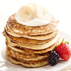 So fluffy, and delicious. Just the right amount of sweet, with a beautiful hint of cinnamon. Coconut Milk Pancakes, Vegan Protein Pancakes, Protein Powder Pancakes, Protein Donuts, Protein Lunch, Low Carb Pancakes, Vegan Protein Powder, Protein Powder Recipes, Protein Muffins