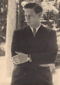 king Michael of Romania Michael I Of Romania, Death Pics, Romanian Royal Family, Central And Eastern Europe, Royal Blood, Queen Anne, Historical Photos, Kate Middleton, Handsome
