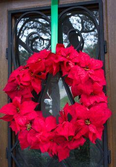 DIY Poinsettia Christmas Wreath - make in 15 minutes!