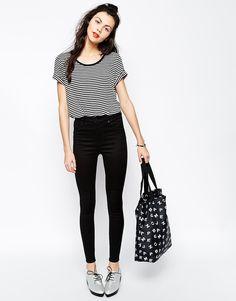 Monki - Oki - Jean taille haute - Noir Tee-shirt rayé striped