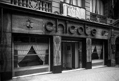 Entrada principal al conocido bar Chicote en la Gran vía de Madrid. Maria Santoyo 1930