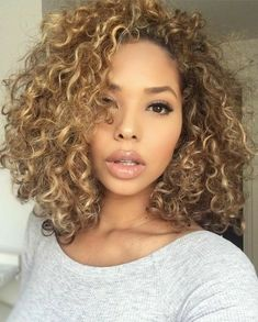 Shoulder length weave of Bob Haircuts ideas female-Schulterlange Webart Bob Haircuts Ideen weiblich Beautiful curly hair - Dyed Curly Hair, Curly Hair Styles, Natural Hair Styles, Blonde Curly Hair Natural, Blonde Highlights Curly Hair, Blonde Afro, Colored Curly Hair, Blonde Curls, New Natural Hairstyles