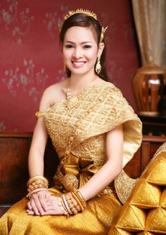 Thai traditional dress and jewelry