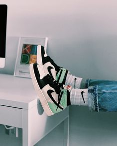 Jordan Shoes Girls, Girls Shoes, Jordan Outfits, Sneakers Mode, Sneakers Fashion, Zapatillas Nike Basketball, Nike Air Shoes, Aesthetic Shoes, Hype Shoes