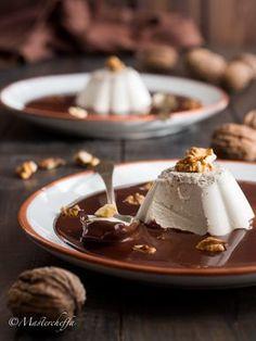 Panna cotta noci e miele su salsa al cioccolato