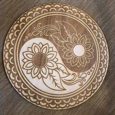 Yin Yang Flower Crystal Grid - Yin Yang Crystal Grid – Zen and Meow Wood Burning Crafts, Wood Burning Patterns, Wood Burning Art, Wood Crafts, Diy Wood, Yin Yang, Pendulum Board, Wood Burn Designs, Pintura Country