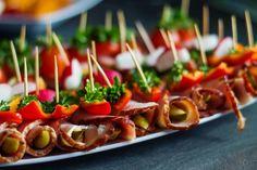 Koreczki idealne na domówkę Snacks Für Party, Caramel Apples, Finger Foods, Sushi, Food Porn, Food And Drink, Appetizers, Menu, Lunch