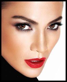 Jennifer Lopez beautiful face and makeup