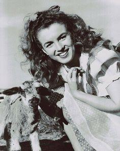 Norma Jean photographed by Andre de Dienes 1945