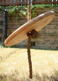 Balançoire de corde en bois fait à la main. Parfait pour les beaux jours à l'extérieur. Comprend 10 pieds de corde. Comme toujours, peut être coloré dans n'importe quelle de nos options