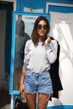 Fashion Tips For Women Articles 5 Of The Coolest Ways To Wear Denim Cutoffs Street Style Outfits, Looks Street Style, Mode Outfits, Denim Outfits, Look Fashion, Daily Fashion, Street Fashion, Fashion Beauty, Net Fashion