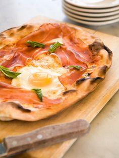 "18. Craving cheesy pizza? Make this egg ""pizza."""