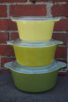 Vintage 1960s Pyrex Verde Casserole Dishes: Have middle