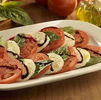 Get the recipe for Tomato & Mozzarella Caprese straight from Olive Garden's chefs on our official website. Tomato Mozzarella Caprese, Caprese Salad, Caprese Recipe, Tomato Basil, Caprese Appetizer, Appetizer Ideas, Olive Garden Appetizers, Olive Garden Recipes, Recipes Appetizers And Snacks